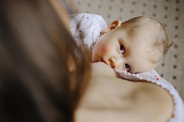 Anne sütü önemi  bebeğinizi birçok hastalıktan koruyor